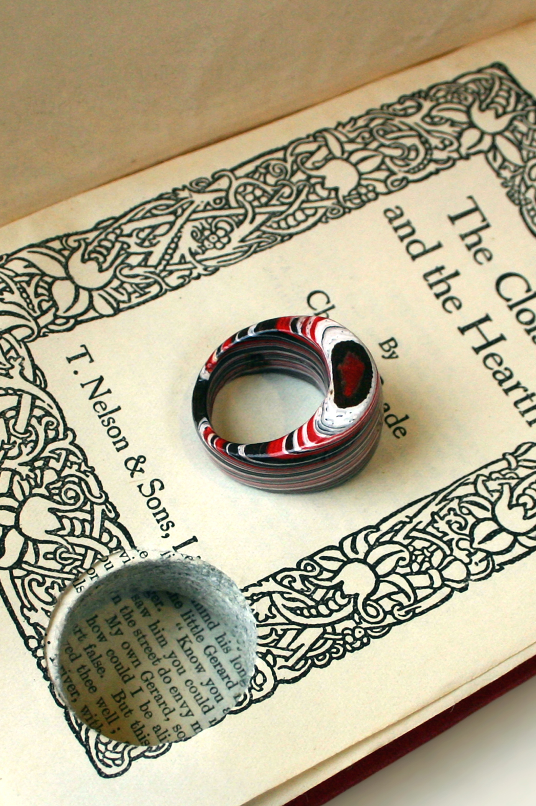 http://littlefly.co.uk/littlefly_wordpress/wp-content/gallery/rings-sold/002-book-w.jpg